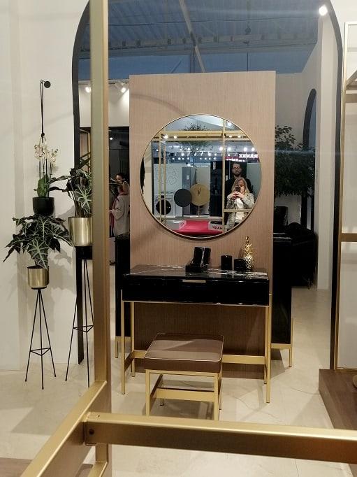 czarna toaletka konsola złote nóżki elegancka