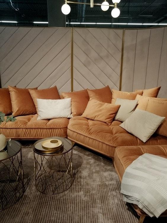 duża kanapa pomarańczowa pastelowa