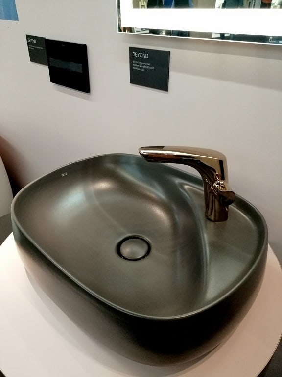 szara owalna umywalka łazienkowa