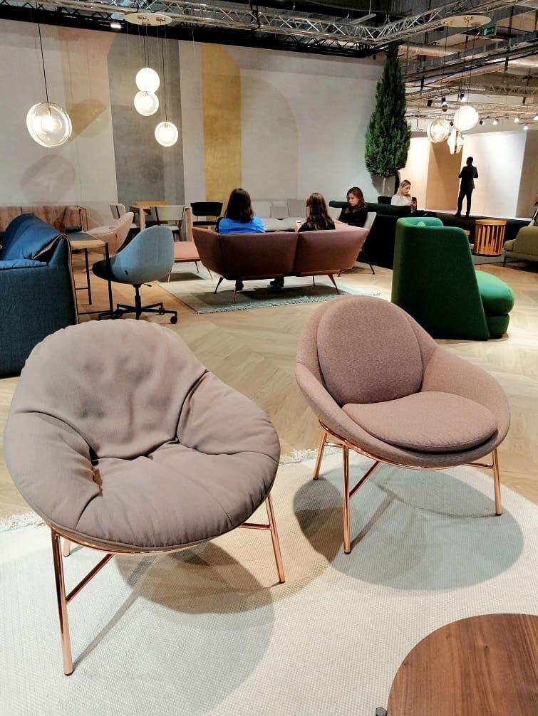 wygodne miękkie pastelowe fotele