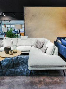 Biała sofa na Home Decor 2020
