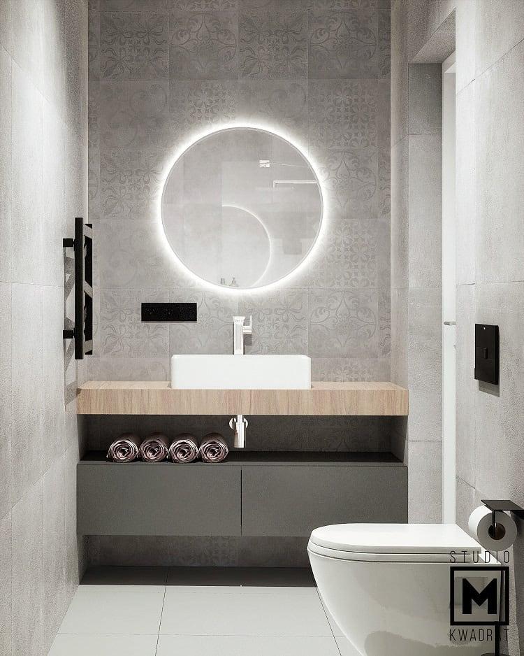 Szara łazienka industrialny charakter. Podświetlane ledowe lustro